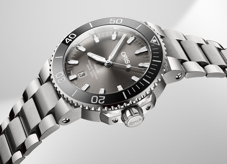 Oris Aquis Titanium Date dive watch